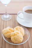 Choux bakelse och kaffe Royaltyfri Foto