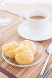 Choux bakelse och kaffe Royaltyfri Bild