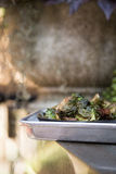 Choux de Bruxelles cuits au four Photos stock