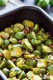 Choux de Bruxelles cuits avec des écrous de Pecun Images stock