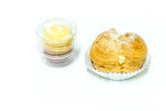 Choux macarons i śmietanka Zdjęcia Stock