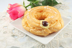 Eclair ring with custard Royalty Free Stock Photos