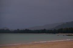 Chover na praia Imagens de Stock Royalty Free