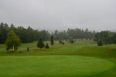 Chover no campo de golfe fotografia de stock