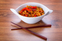Chow mein noodles with chicken Stock Photos
