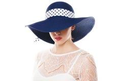 Chować ono przygląda się pod słońce kapeluszem Zdjęcia Royalty Free