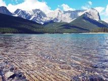 Chowany klejnot Alberta - Górny Kananaskis jezioro zdjęcie stock