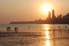 chowpatty aftonmumbai för strand Fotografering för Bildbyråer