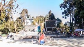 Chowrasta Darjeeling, v?stra Bengal, Indien - December 2018: Den h?rliga Darjeeling gallerian i en kall klar vintermorgon staty royaltyfria foton