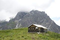 Choza alpestre austríaca imagen de archivo libre de regalías