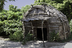 Choza clásica usada por la tribu de Wampanoag del nativo americano en la plantación de Plimoth Imagen de archivo