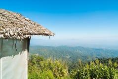 Choza de bambú con punto de vista hermoso de la montaña Foto de archivo libre de regalías