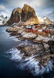 Choza de la pesca en Reine, islas de Lofoten foto de archivo