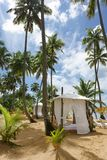 Choza de la playa en la playa fotos de archivo libres de regalías