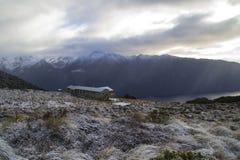 Choza de Luxmore, pista de Kepler, Nueva Zelanda fotos de archivo