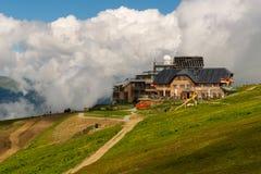 Choza de Pacheiner en la montaña de Gerlitzen Imagenes de archivo
