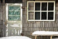Choza de Sheepfold en invierno fotos de archivo