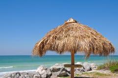 Choza de Tiki de la playa Imagen de archivo libre de regalías