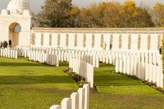 Choza de tyne del cementerio de la Primera Guerra Mundial en los ypres de Bélgica Flandes Foto de archivo libre de regalías