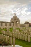 Choza de tyne del cementerio de la Primera Guerra Mundial en los ypres de Bélgica Flandes Fotos de archivo libres de regalías