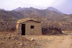 Choza del fango en las montañas 27121 de Yanshan Fotos de archivo libres de regalías
