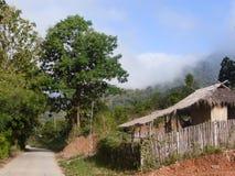 Choza en la tonelada/Tailandia de Tha en la frontera a Myanmar Imágenes de archivo libres de regalías