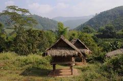 Choza en las colinas foto de archivo libre de regalías