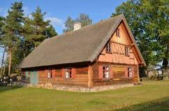 Choza en museo al aire libre en Olsztynek (Polonia) Imagen de archivo libre de regalías
