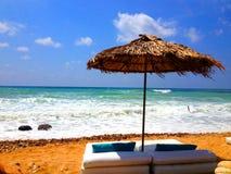 Choza en una playa tropical Imagen de archivo