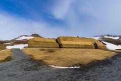 Choza medieval del grupo de Viking cubierta en hierba Fotos de archivo libres de regalías