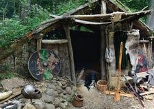 Choza medieval en el bosque Foto de archivo libre de regalías