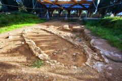 Choza prehistórica en el sitio arqueológico de Milazzo Imagen de archivo libre de regalías