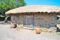 Choza tradicional, aborigen de la aldea Foto de archivo
