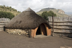 Choza tradicional del Basotho imagen de archivo