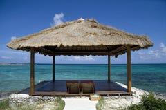 Choza tropical de la playa de la isla Imágenes de archivo libres de regalías