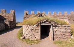 Choza vieja en el castillo de Eketorp Fotos de archivo