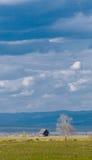 Choza y cielo solos Imagen de archivo libre de regalías