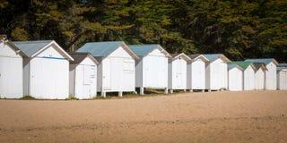 Chozas blancas viejas de la playa Fotos de archivo libres de regalías