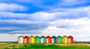 Chozas británicas tradicionales de la playa fotos de archivo libres de regalías