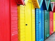 Chozas coloridas de la playa en Inglaterra foto de archivo libre de regalías