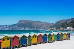 Chozas coloridas de la playa en Muizenberg, Cape Town Foto de archivo