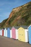 Chozas coloridas de la playa en Seaton, Devon, Reino Unido. Fotografía de archivo libre de regalías
