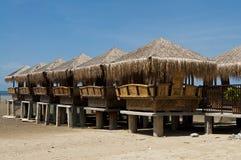 Chozas de bambú en la cara de la playa Imagen de archivo libre de regalías
