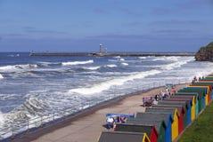 Chozas de la playa de Whitby imágenes de archivo libres de regalías