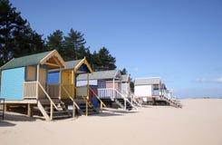 Chozas de la playa en el Receptor de papel-siguiente--Mar Imagenes de archivo