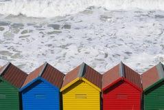 Chozas de la playa en Whitby imagenes de archivo