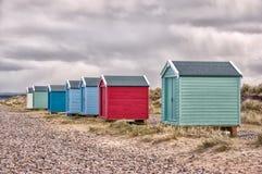 Chozas de la playa por el mar Fotos de archivo libres de regalías