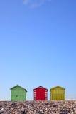 Chozas de la playa y cielo azul Fotos de archivo libres de regalías