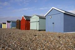 Chozas de madera coloridas de la playa en un día asoleado en Hayl Fotos de archivo