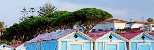 Chozas de madera en la playa de Mondello de Palermo en Sicilia Imagen de archivo